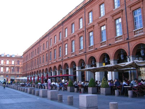 巿府廣場前的餐廳