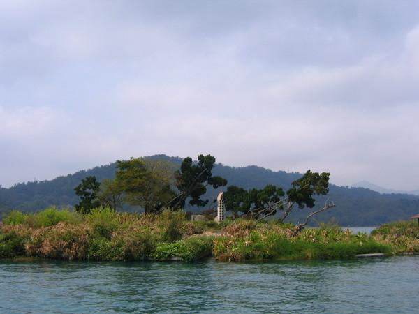 拉魯島-舊稱光華島