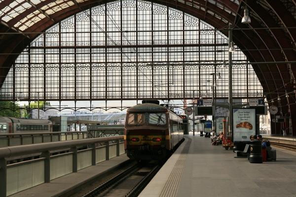 比利時火車-攝於安特衛普火車站