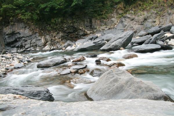 司馬庫斯大橋下白石溪的溪水