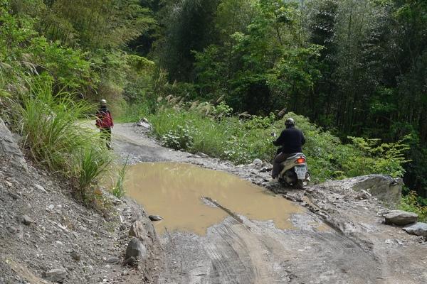 下山再次路過積水區