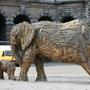 火車站前的大象造景
