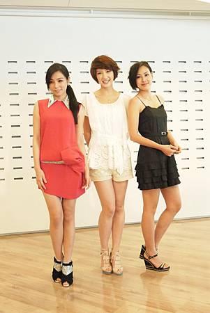 陳怡蓉(左起)苑新雨房思瑜2.JPG
