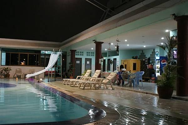 游泳池[1].JPG