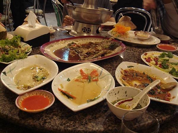 如果妳吃你媽做的菜可以吃得這麼精光媽媽一定很開心.JPG