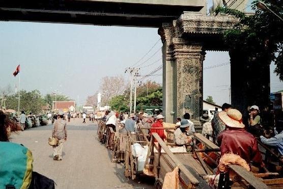 1461888-Poipet_border_Battambang.jpg