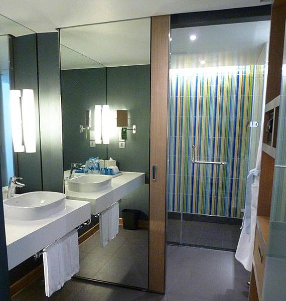 aloft-bangkok-bathroom