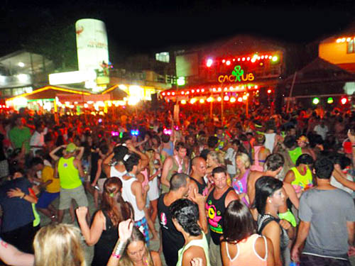 Full-Moon-Party-Haad-Rin-Ko-Pha-Ngan-Thailand-11