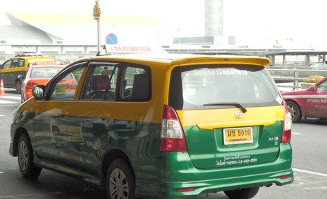 6377701-more_taxis_Bangkok