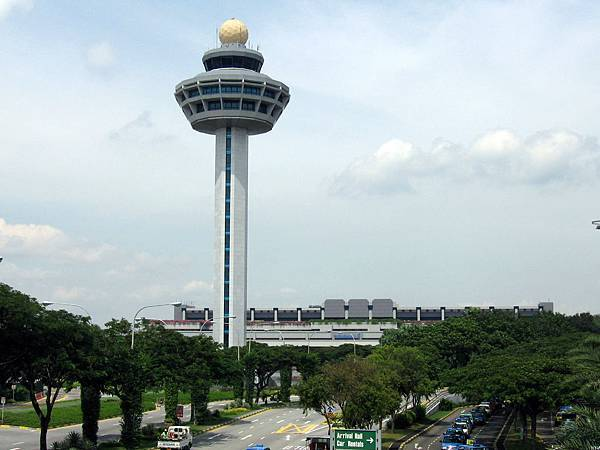Singapore_Changi_Airport,_Control_Tower_2,_Dec_05