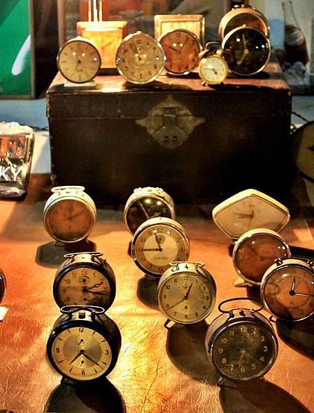 4-2 老款鬧鐘——大部份還是正常工作的喔
