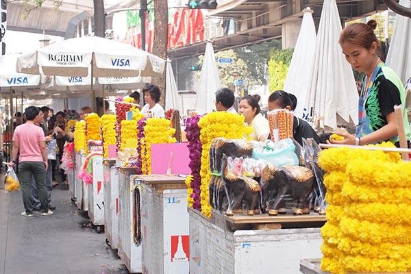 賣香及供品的街道