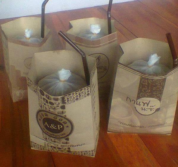 1泰國人喜歡用紙袋裝飲料1