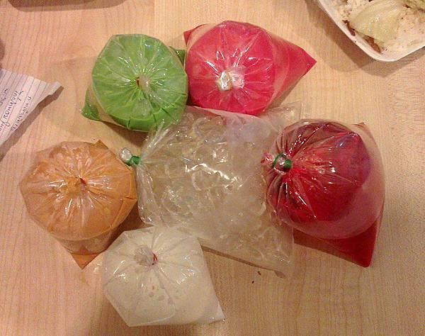 1泰國人喜歡用紙袋裝飲料2