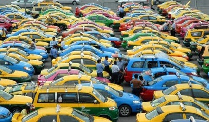 2各種顏色的計程車