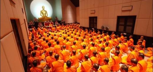 19接近寺廟的人們就會聽到寺院里传出來的诵经声