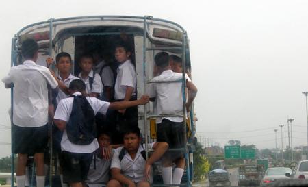 21搭乘有時候塞滿乘客的雙條車2