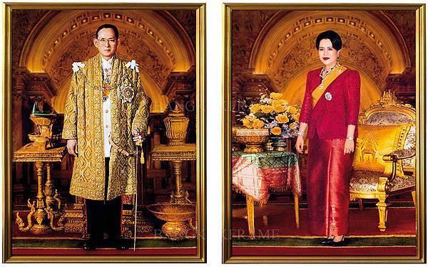22家家户户挂着国王和皇后的图片
