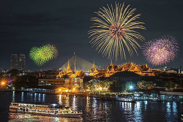 new-years-fire-works-bangkok.jpg