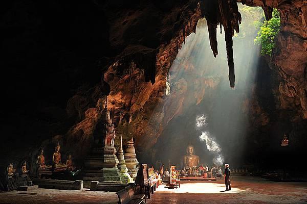 Tham Khao Luang.jpg