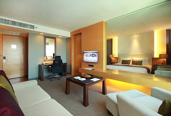 2. Regent Suite - Living room (Master bedroom)