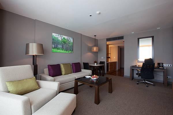 3. Regal Suite - Living room