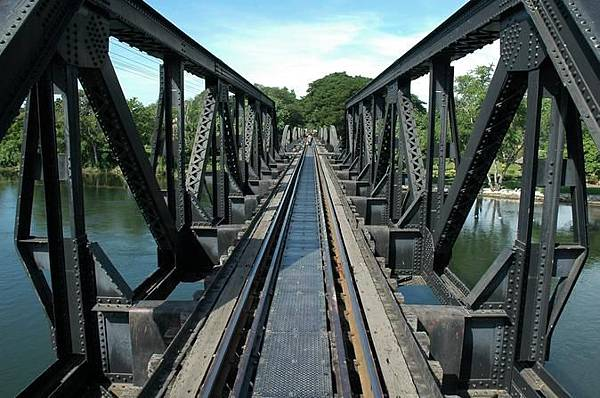kanchanaburi-and-the-bridge-over-the-river-kwai-day-tour-in-hua-hin-424422