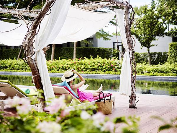 SO-Pool_Day_Bed_SO Sofitel_Hua_Hin