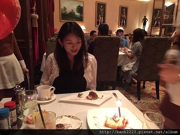 甜點(提拉米蘇)+店家提供的生日蛋糕