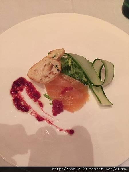 草莓魚子鮭魚捲