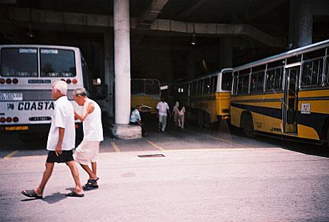 老家的巴士站。黃色的友聯巴士承載最多回憶,卻都已經結束營運了。