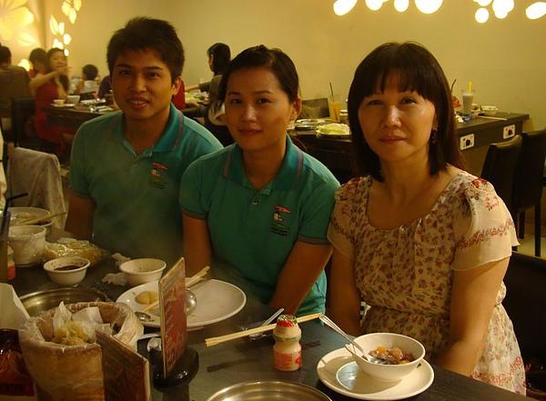 三舅媽、表妹和男友.JPG