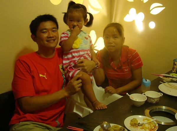 表哥、 表嫂和姪女2.JPG