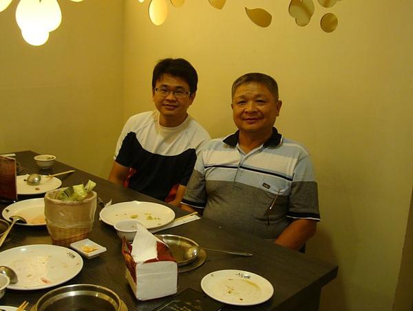 爸爸和哥哥.JPG
