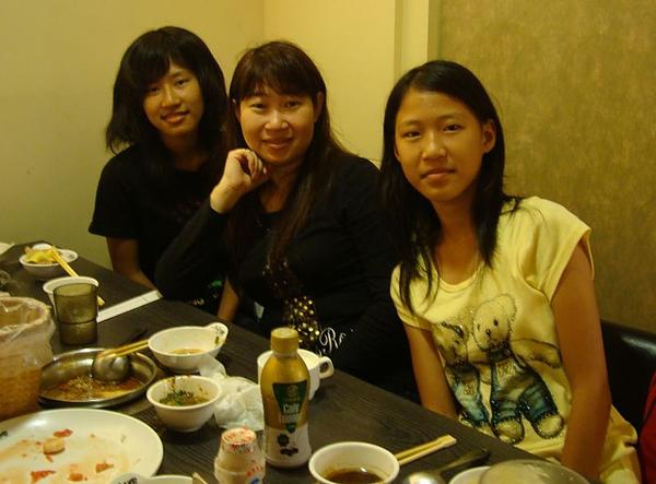 表姊和姪女.JPG