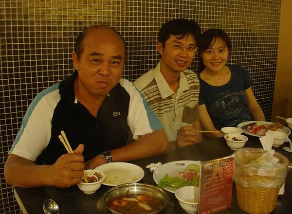 三舅舅、表弟和女友.JPG