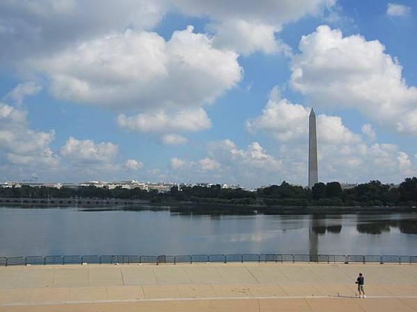 所有重要的紀念館跟政府機構都繞著他蓋