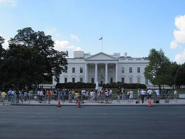 將將將 是白宮!!!! 但是好壞喔 不開放 這已經是最近的距離咧