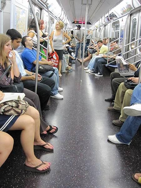 地鐵 這是新的車箱喔