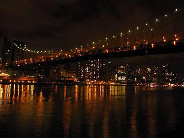 果然要離開曼哈頓 再往曼哈頓看比較美