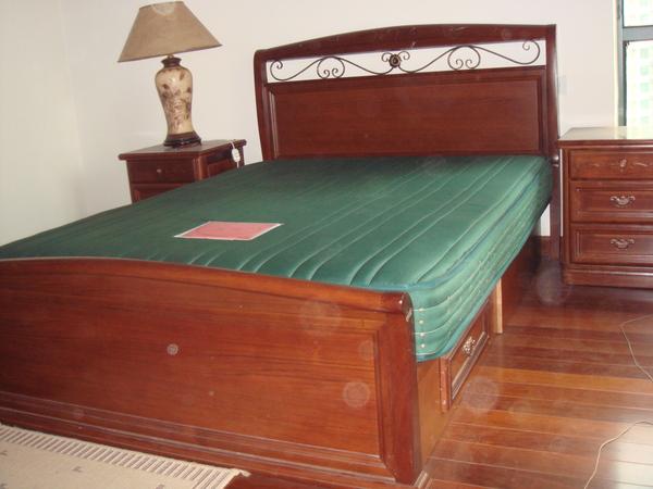 床(不含燈及床墊)