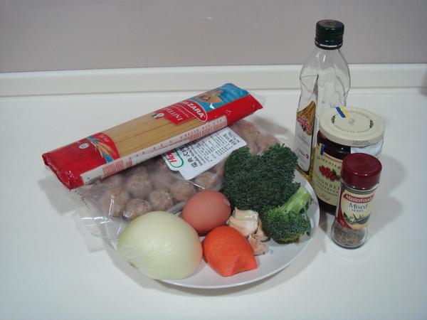 搭配瑞典肉圓的簡餐