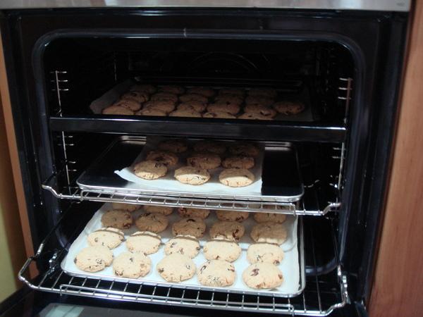 烤箱內的燕麥餅乾