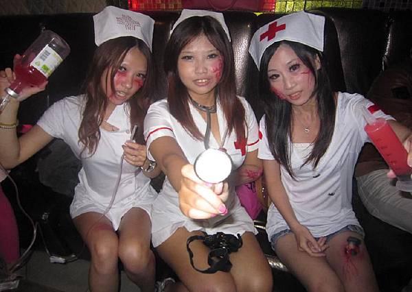 03-恐怖病院鬼護士-脫下口罩-嚇人歐.jpg