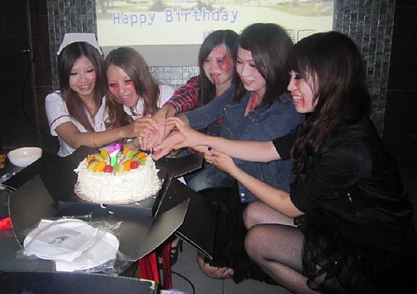 22-本月壽星-迎新送舊-一同切蛋糕-2.jpg