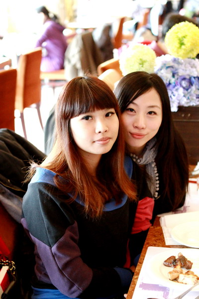 1093-Maki and Jessie_大小 .jpg