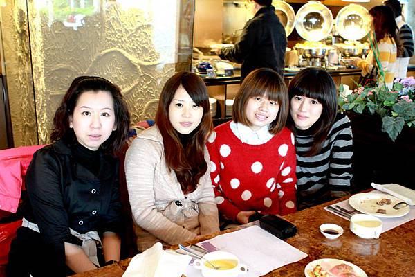 1096-Table-1-a_大小 .jpg