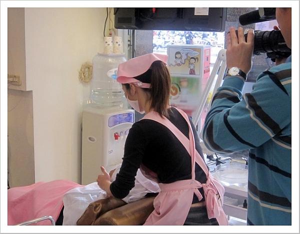 東森新聞記者拍攝做臉的過程-2.JPG