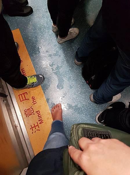 赤腳搭火車