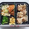 今日午餐:餡老滿的黃瓜豬肉水餃便當,100元,2020.11.13